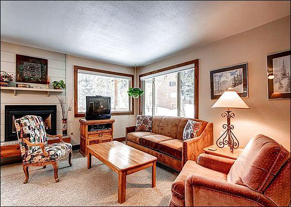 Living Room has a Cable TV and Cozy Gas Fireplace - Five Minute Walk to Quicksilver Lift - Close to Main Street Shops & Restaurants (13413) - Breckenridge - rentals