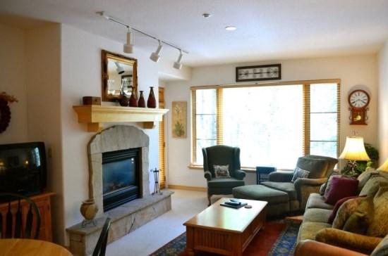 Spacious Living Room with Fireplace, Wall of Windows, Flat Screen TV, and Queen Sofa Sleeper. - 2BR Aspenwood Lodge Condo in Exclusive Gated Community in the Heart of Arrowhead Village, Walk to Lifts, Pool/Hot Tub, and Restaurant - Edwards - rentals