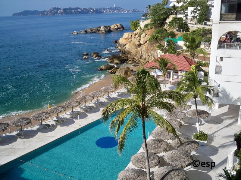 Fabulous location on the beach in center of Acapulco's tourist Golden Zone with million dollar view! - Acapulco Beach Condo - Fabulous and Affordable - Acapulco - rentals