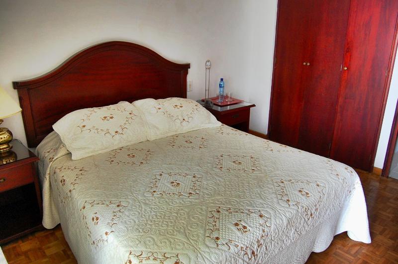 Queen Size Bed - El Poblado Exclusive 1 Bed Suite close to LLeras - Medellin - rentals
