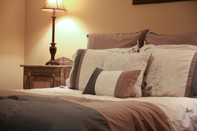 Cottage bedroom - The Smokehouse Cottage at Full Moon Inn B&B - Fredericksburg - rentals