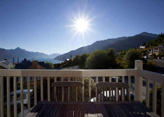 Charming townhouse, close to downtown with amazing views, inviting decor! - Image 1 - Queenstown - rentals