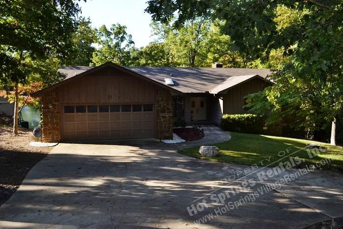 21ToleDr |Lake DeSoto Home | Sleeps 6|WI-FI Access - Image 1 - Hot Springs Village - rentals