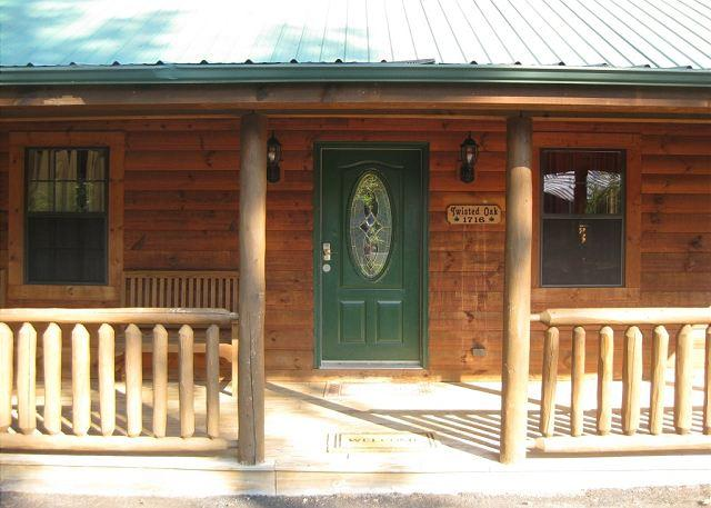 Front Porch - 2 Bed / 2 Bath Sleeps 8-10 - Sevierville - rentals