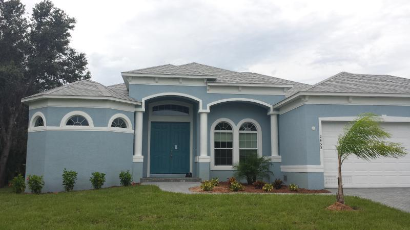 Front of the house - Luxury Home, w/ Pool, Lanai, Premium Appointments - Punta Gorda - rentals