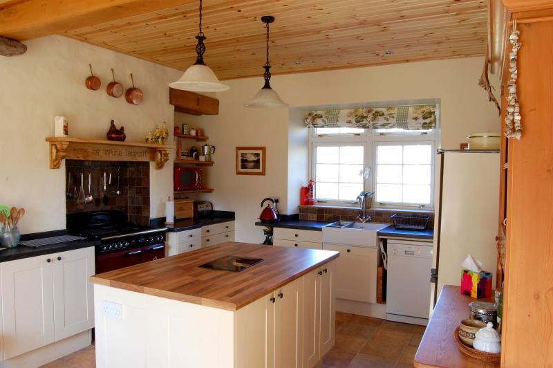 Kitchen - Luxury Stone School Self Catering near Ullapool - Ullapool - rentals