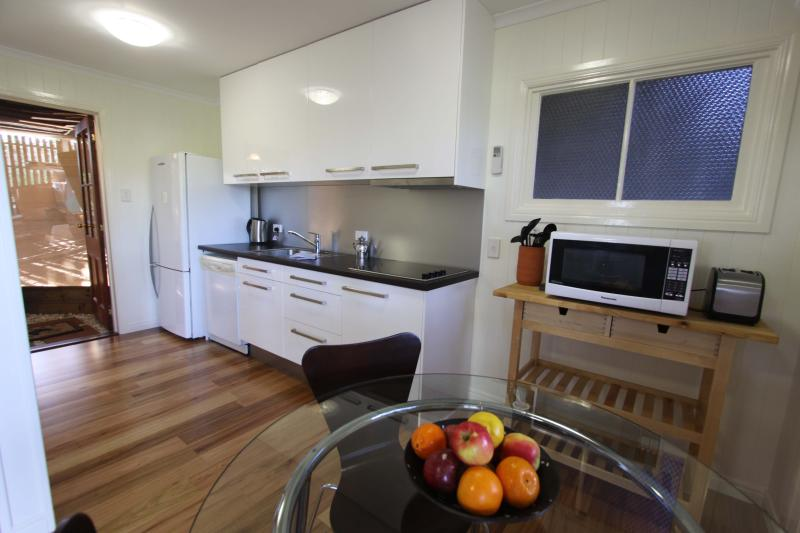 Full kitchen with everything that you will need - Quiet inner city luxury studio apartment - Brisbane - rentals