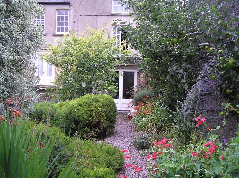 Beautiful garden with fruit and herbs in season. - Fisherman's Rest - Fermoy - rentals
