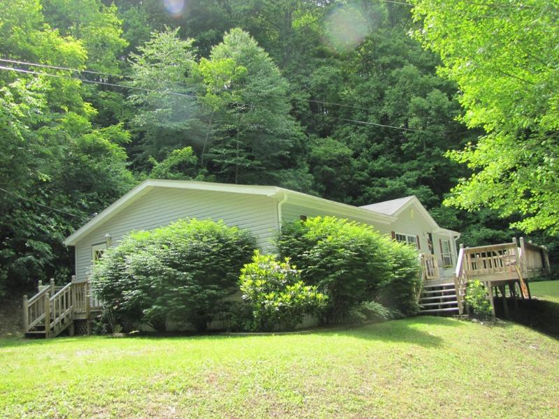 Charlie's Place in the summer - Charlie's Place - Waynesville - rentals