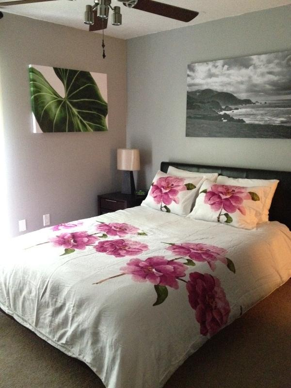 All sheets are provided for the comfortable queen size beds - Walk to Shands, VA, Vet School, and UF Campus - Gainesville - rentals