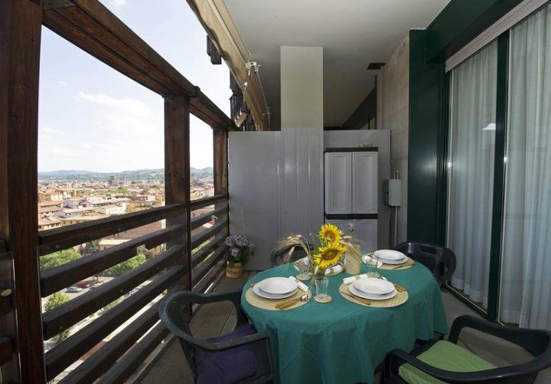 BOLOGNA SKYLINE welcomes you with its beautiful terrace and breathtaking view. - BOLOGNA SKYLINE - Central, park, garage, terrace - Bologna - rentals
