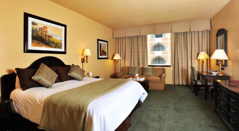 Unit showing king size bed - The Donatello San Francisco in the HEART of San Francisco-4* - San Francisco - rentals