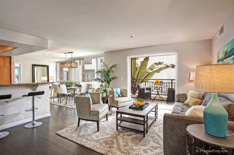 Living room with views to patio - Our Urban Living home-An elegant stay at the beach - Pacific Beach - rentals