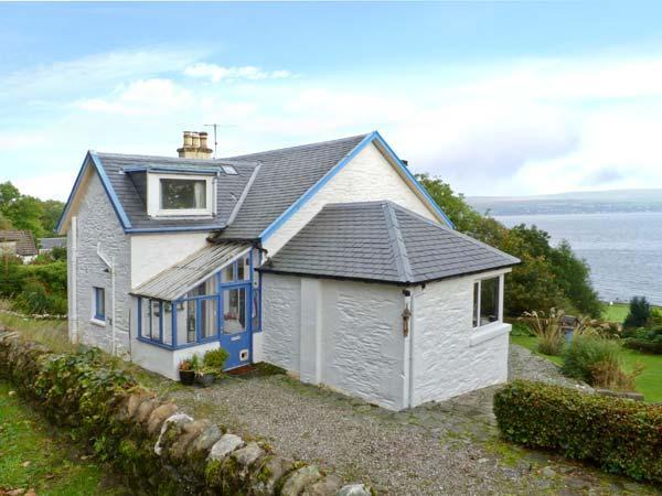 GLENASHDALE, woodburner, WiFi, dog-friendly, detached cottage, Dunoon, Ref 12582 - Image 1 - Dunoon - rentals