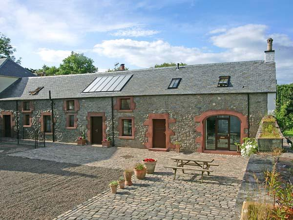 THE OLD COACH HOUSE, stylish character conversion with open fire, garden, balcony, Coldingham Ref 29322 - Image 1 - Coldingham - rentals