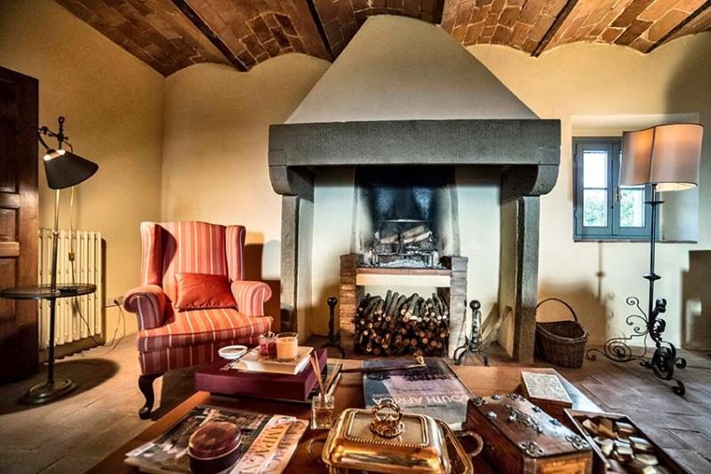 living room with fireplace - Tuscan villa overlooking 20 minutes from florence - Capraia e Limite - rentals