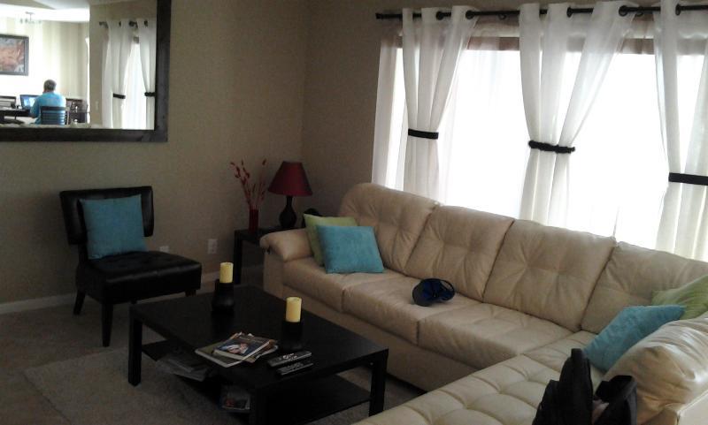 Living Room - Modern Condo 2/2 3 miles from the Beach Long-Term - Boynton Beach - rentals