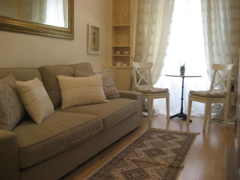 Between Invalides & Eiffel Tower - Elegant & very well frunished apartment - Image 1 - Paris - rentals