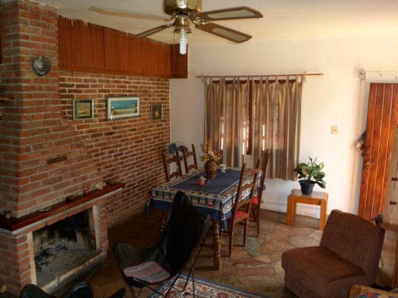 Living Room with wood stove and Dining Room - Luz de Luna Piriapolis Maldonado Uruguay playa beach casa cabaña house - Piriapolis - rentals