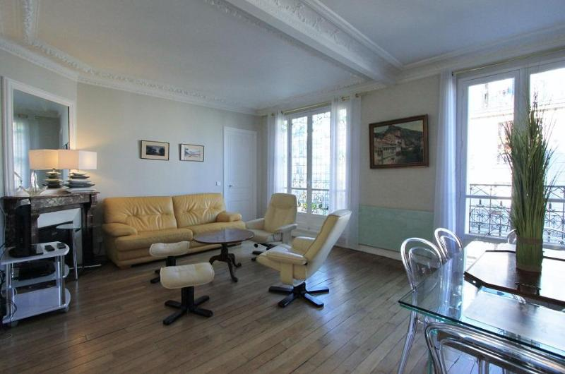 Chez Ziem: Lovely one bedroom in Montmartre - Image 1 - Paris - rentals