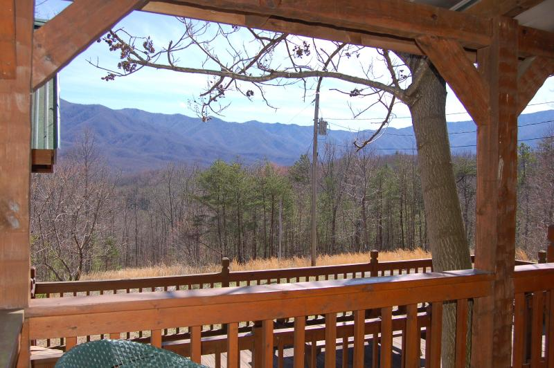 "Breathtaking Mountain Views - Secluded ""CARRIES CABIN"" 30 acres near Gatlinburg - Cosby - rentals"