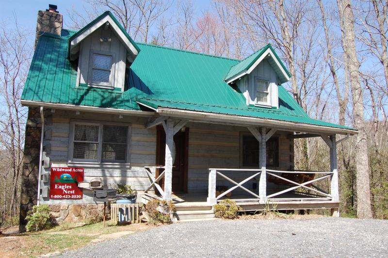 "Eagles Nest secluded Smoky Mountain forest - Secluded ""EAGLES NEST"" near Gatlinburg - Cosby - rentals"