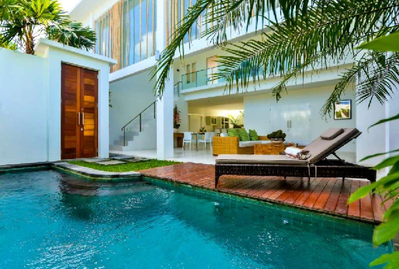 Tropical open plan living at its best - Central Seminyak Villa, 3 bedroom Modern Tropical Style with pool - Seminyak - rentals
