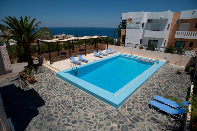Swimming pool area - Villa Alexander Apartment w pool close to beach - Chania - rentals