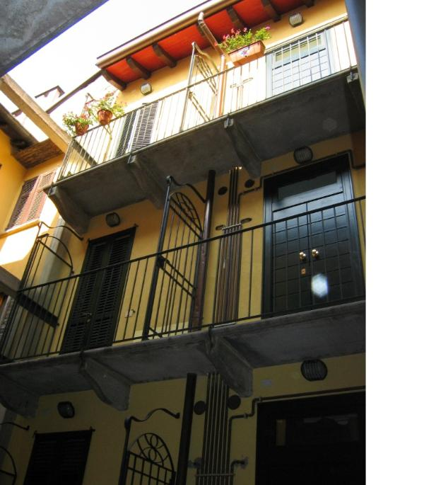 Seen from courtyard - Milano, C.so Porta Ticinese, 1st floor - Milan - rentals