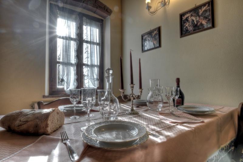 Table - Agriturismo Prato 5 - Pisa - rentals