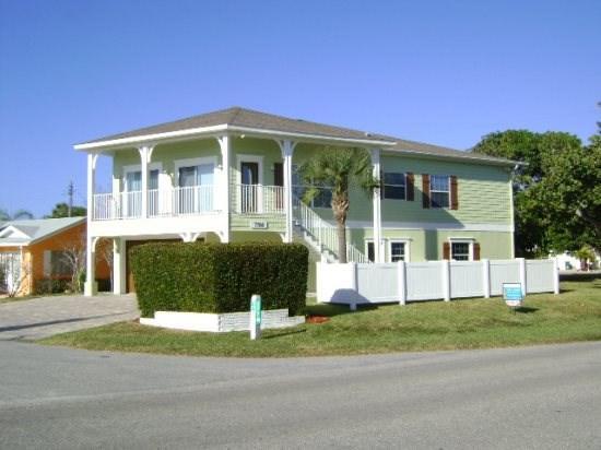 Beach Beauty- 7700 Gulf Dr, Holmes Beach - Image 1 - Holmes Beach - rentals