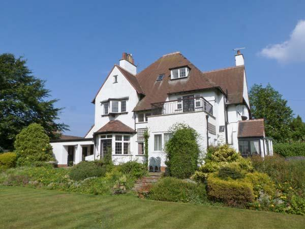 MERE CLOSE, pet-friendly, en-suite facilities, open fires, Jacuzzi bath, in Hornsea, Ref. 27398 - Image 1 - Hornsea - rentals