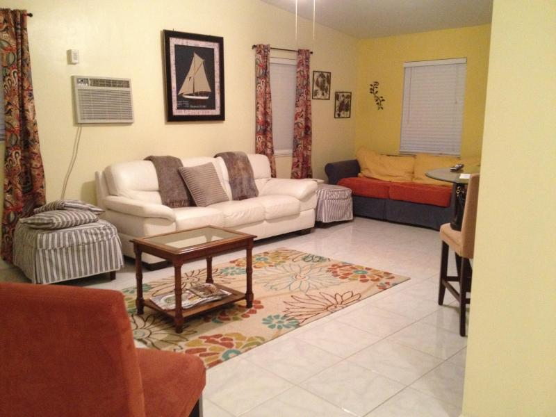 Living Room - Cute Pool Home... 2.6 Miles from the pier/beach! - Pompano Beach - rentals