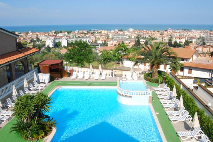 Beautiful look over the sea... refreshing pool... relaxation for you, enterntainment for your kids! - Apartment Bilo Il Borgo - 4 people with shared pool - Tortoreto Lido - rentals