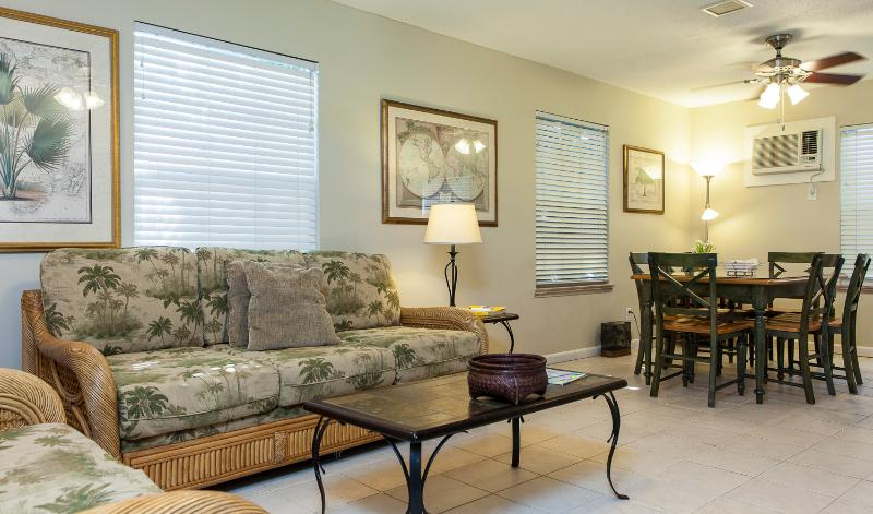 Bonaire Suite- 1/2 block from Duval St. w/ pool - Image 1 - Key West - rentals