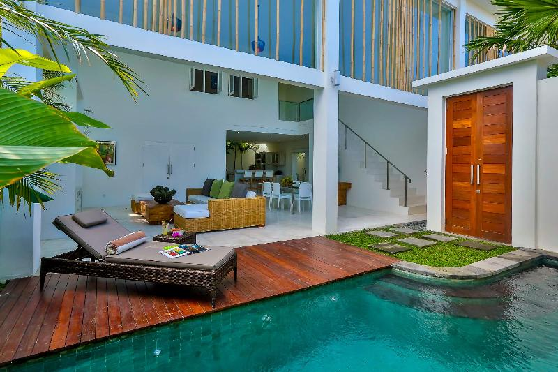 Tropical open plan living at its best - Central Seminyak Villa, 2 bedroom Modern Tropical Style with pool - Seminyak - rentals