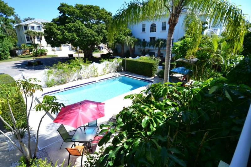Sunny pool with shaded terrace - Southerly and Easterly exposure - Gertrude Twin Banyan - Pool, Beach, Village - Siesta Key - rentals