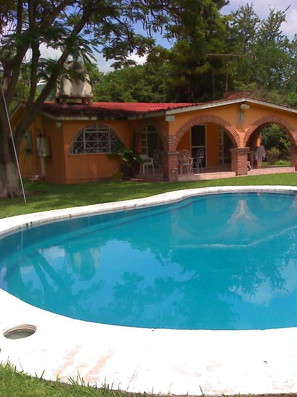 Alberca privada, 7 bedrooms, 5 bathrooms, 3 Hectareas de jardin, big garden - Casa de Campo - Morelos - rentals