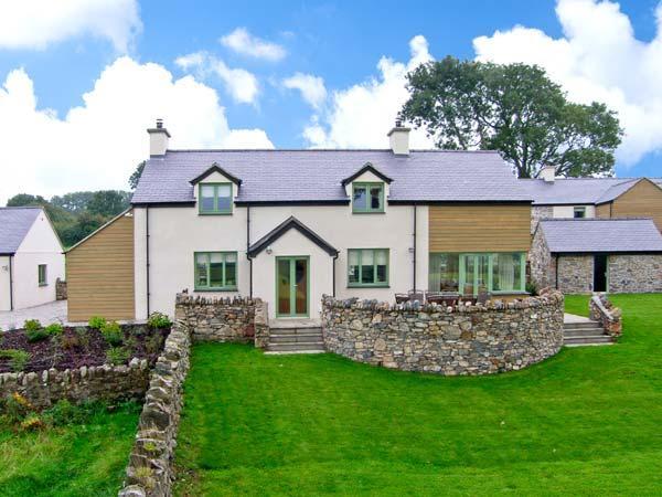 DOLWAENYDD, WiFi, en-suite, country views, woodburner, detached cottage near Brynsiencyn, Ref. 22923 - Image 1 - Brynsiencyn - rentals