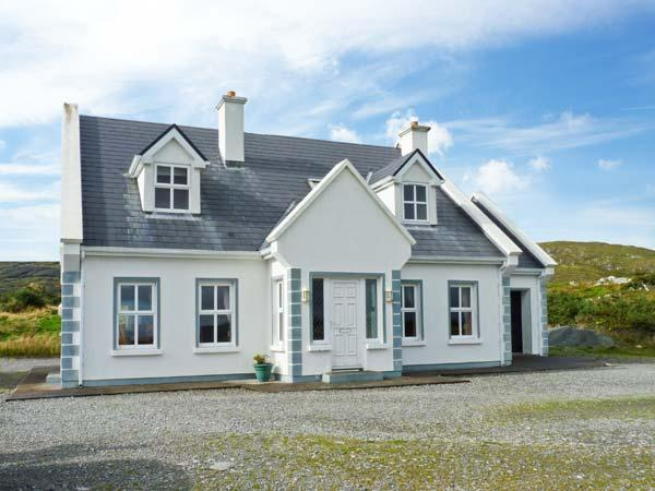 BUNERIS, WiFI, open fires, en-suites throughout, charming views, detached cottage near Roundstone, Ref. 29857 - Image 1 - Roundstone - rentals