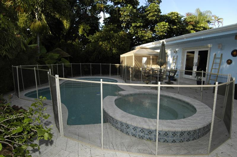 Pool with removable fence - Beautiful tropical home w/ heated pool - Fort Lauderdale - rentals