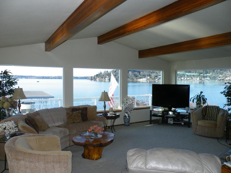 A Living Room in Paradise - Seattle Lake Washington Directly on the Waterfront - Renton - rentals