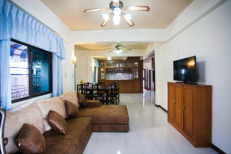 living room - House 4 Bedroom Shared Swimming Pool - Patong - rentals