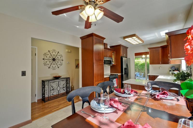 """2 bedroom furnished home. - 2 Bd/2ba """"Urban Spa"""" Home on Mtn. View border - Sunnyvale - rentals"""