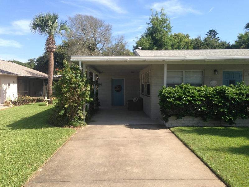702 Ocean Avenue Charmer one block to the beach - Image 1 - New Smyrna Beach - rentals