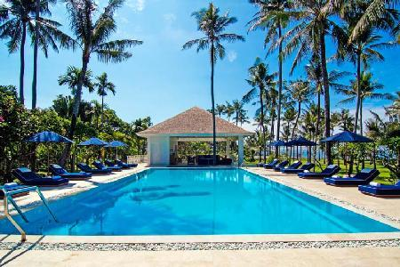 Beachfront on 4 acres of lush grounds Villa Gajah Putih- pool, tennis & staff - Image 1 - Canggu - rentals