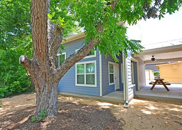 Entrance and Porch - 3BR/1.5BA Stylish New North Austin Home - Austin - rentals