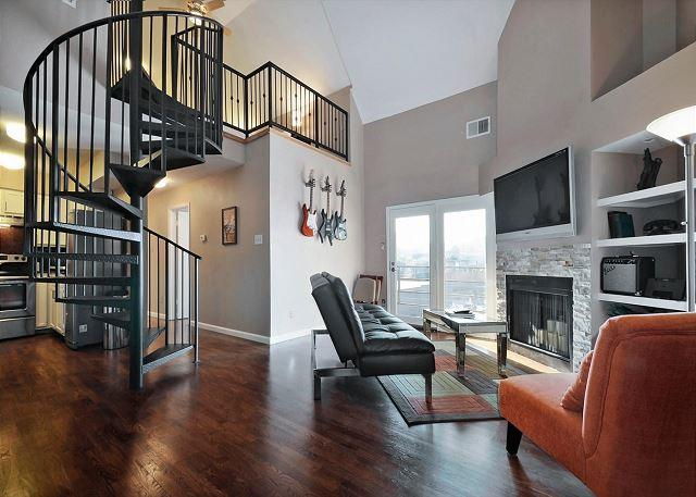 Our Lovely Condo - 2BR/1.5BA Renovated Condo - Walk to Downtown and Rainey Street - Austin - rentals