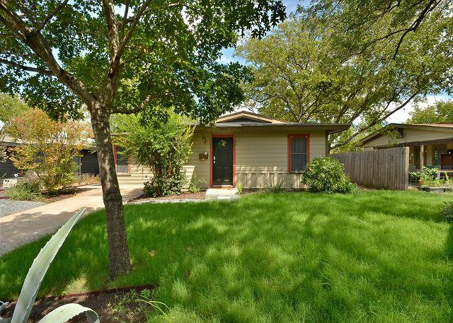 Great north of downtown location! - 3BR/1BA 3BR Remodeled Central Home Minutes to Hyde Park and UT - Austin - rentals