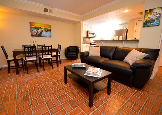 Living Room - 2BR/2BA Newly Remodelded- Epicenter Of Austin Walk To Convention Center. - Austin - rentals